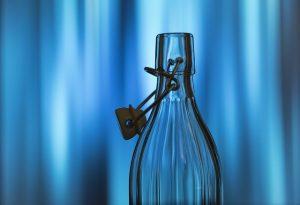 botella de agua de cristal