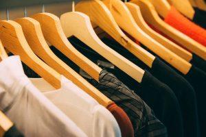perchas de la ropa de madera